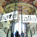 Poste Italiane conferma utile in calo